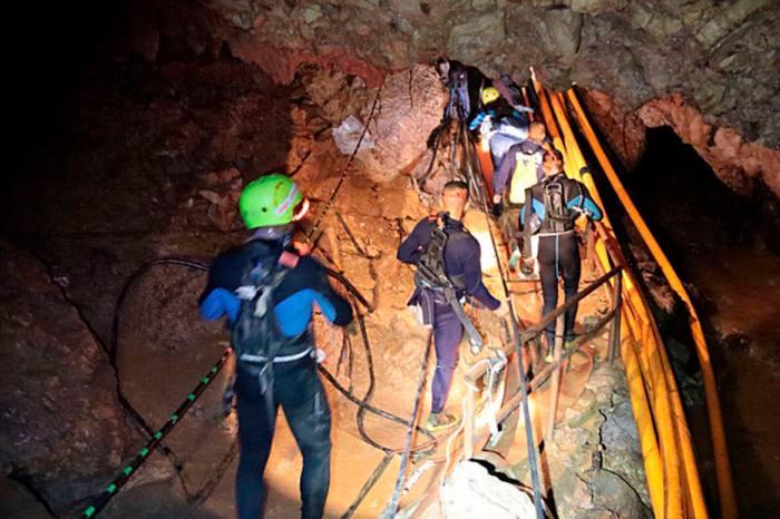 Dois meninos já foram resgatados na Tailândia, diz agência
