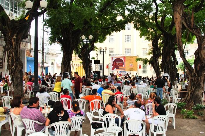 Samba de Xand Black anima o Sabadinho Bom na capital