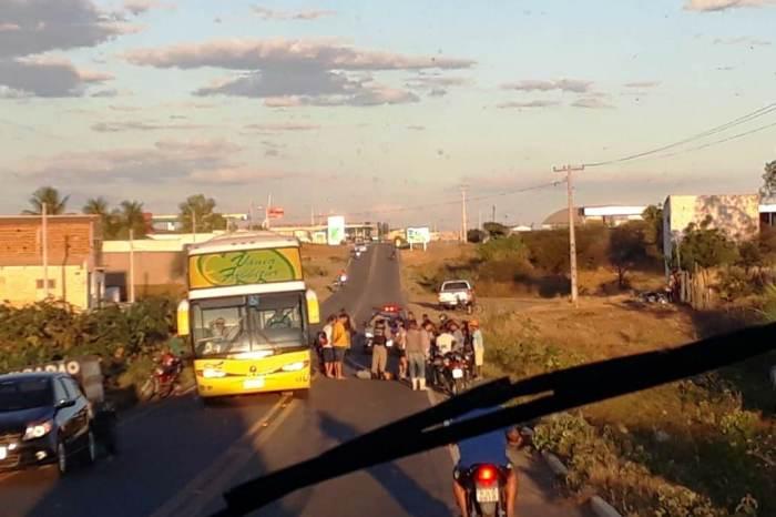 Acidente entre carro com reboque e moto deixa vítima fatal na BR-110 em Monteiro