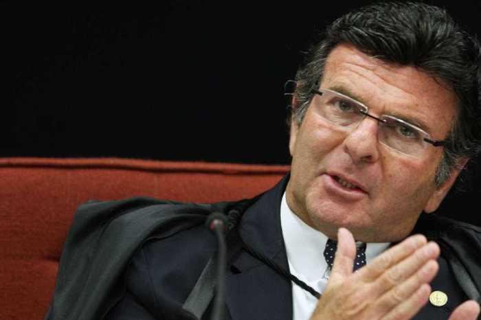 Advogados do PT podem pedir suspeição de Fux no caso Lula