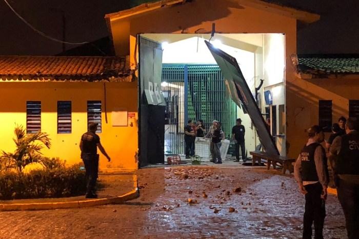 Mais de 100 detentos fogem de presídio de segurança máxima PB1