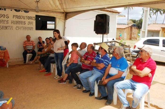 Prefeita Anna Lorena e equipe proporcionam dia diferente para moradores de Santa Catarina
