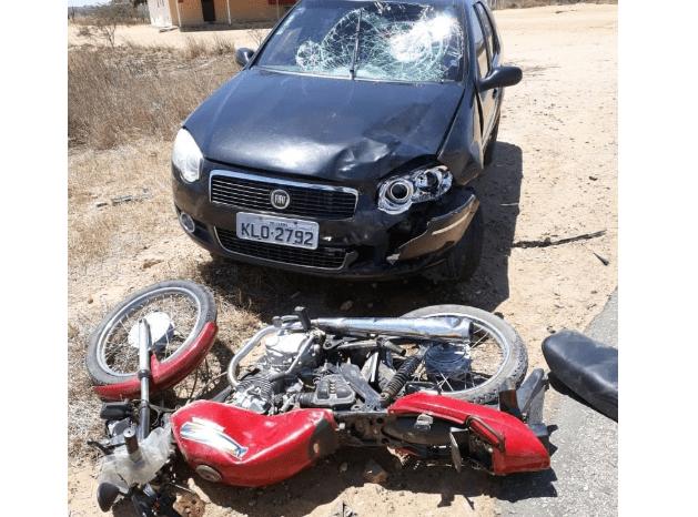 Acidente entre carro e moto deixa agricultor ferido na BR 230 na cidade de Juazeirinho