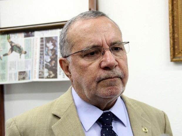 Carlos Batinga lamenta morte do vereador Adelmo de Camalaú