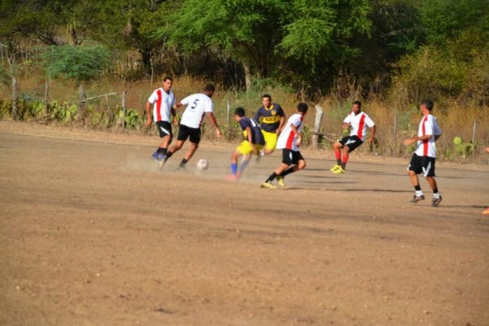 Torneio de futebol de campo reúne 14 equipes em Barreiros na zona rural de Monteiro