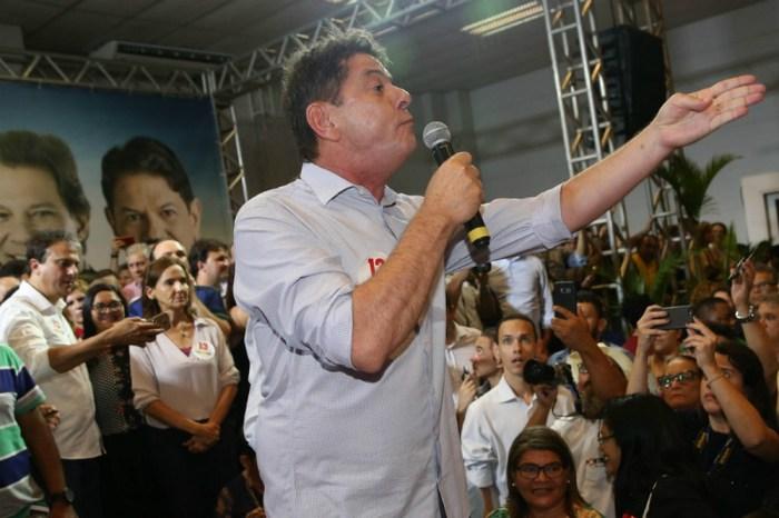 Após críticas, Cid Gomes grava vídeo a pedido do PT
