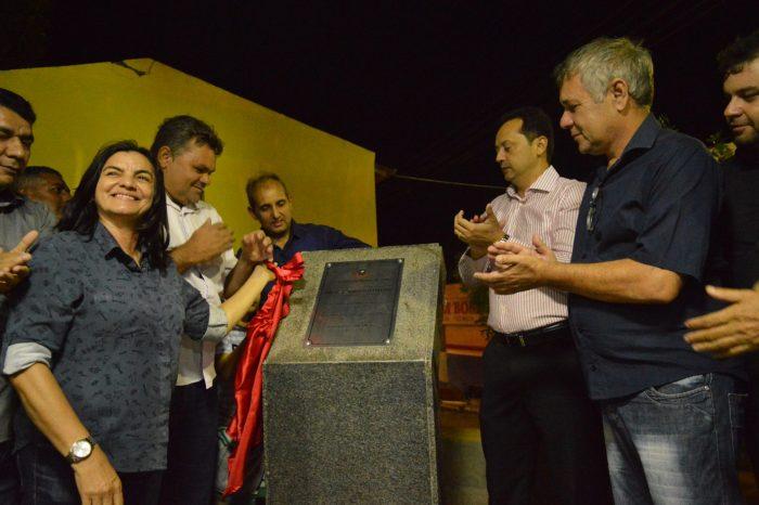 Éden Duarte inaugura bonita e moderna parada de transporte coletivo em Sumé