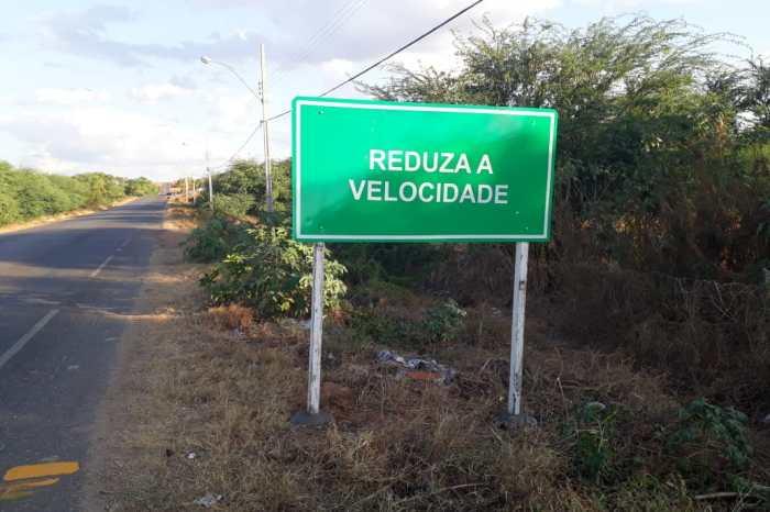 DER atende pleito do prefeito Éden Duarte e sinaliza PB 214 no acesso ao Mandacaru
