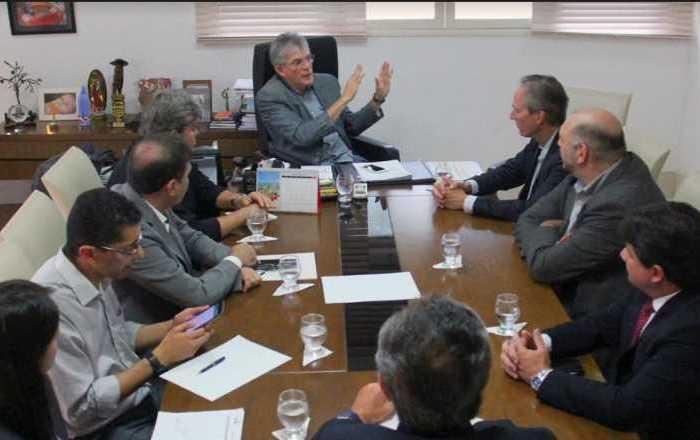 Ricardo discute saneamento com representantes do Banco Mundial