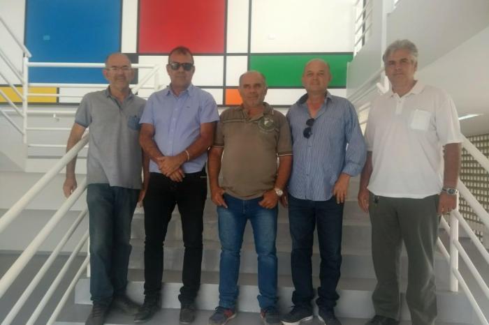 Prefeito em exercício e vereadores da cidade de Monteiro realizam visita à diversas obras