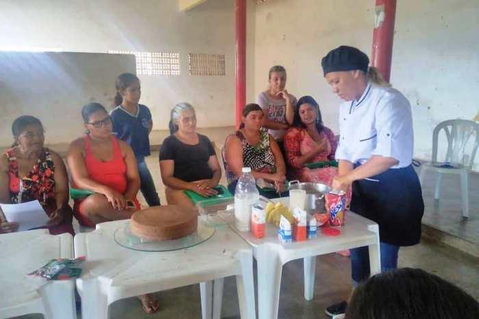 Comunidades distritais de Serra Branca ganham oportunidade de qualificação com curso de doces