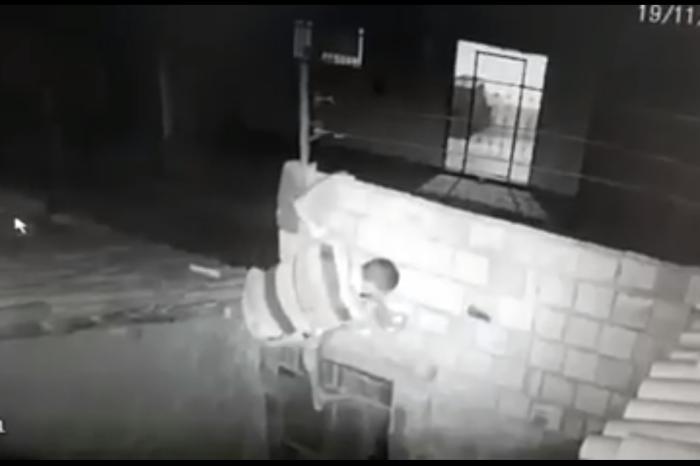 """""""Homem Aranha"""" é preso ao escalar muro de Cadeia com drogas"""