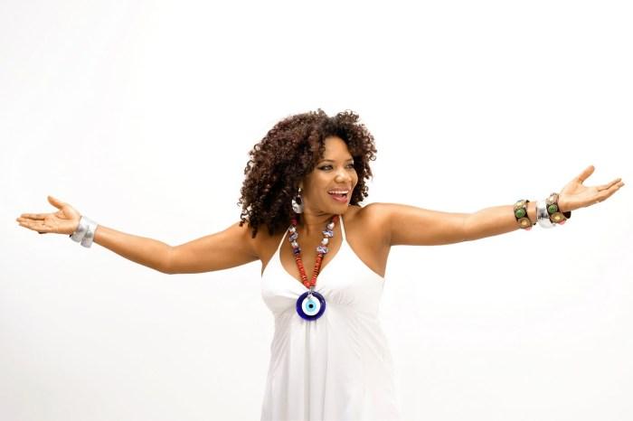 Margareth Menezes lança música no réveillon 2019 da capital
