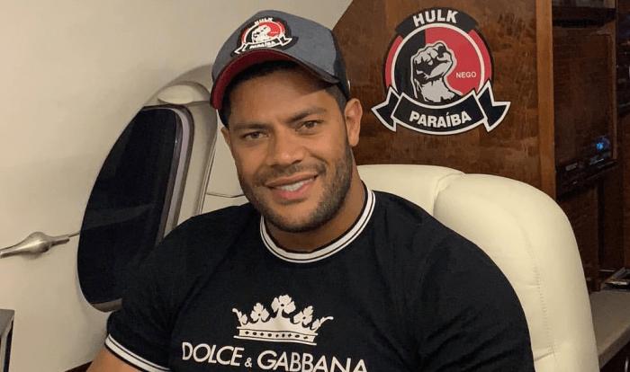 Fim das férias: Hulk embarca para nova temporada na China