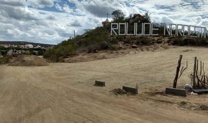 Rua que dá acesso ao letreiro 'Roliúde Nordestina' será pavimentada, em Cabaceiras