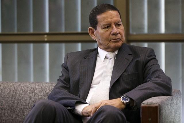 Caso de Flávio 'não tem nada' a ver com governo, diz Mourão