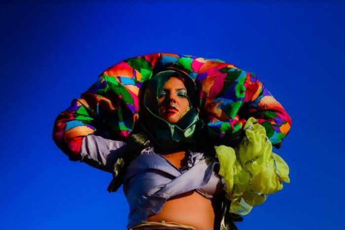 Cantora cearense Ilya apresenta pop tropical em Sousa