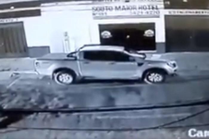 Cantor Alcimar Monteiro tem carro furtado em Patos