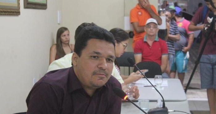 Vereador de Parari esclarece caso sobre investigação ilícita de acúmulo de cargos