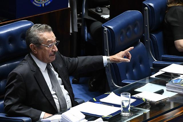 """Maranhão esquece microfone e comete gafe: """"vou dar uma mijada"""""""