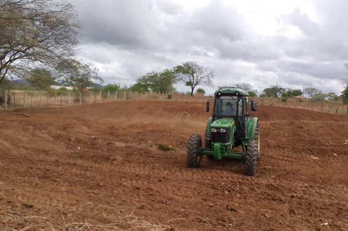Secretaria de Agricultura realiza serviços na zona urbana e rural do município de Monteiro
