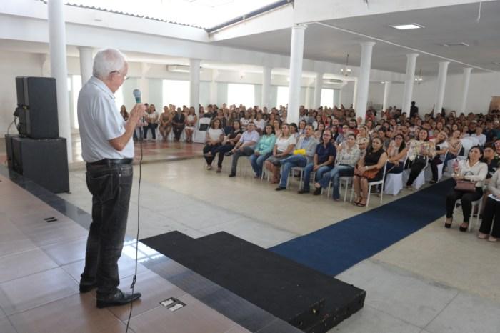 Celso Antunes contagia professores durante a capacitação pedagógica em Monteiro