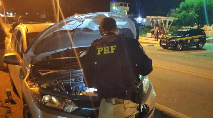 Operação conjunta entre PRF e PM recupera veículo roubado e clonado, no Cariri