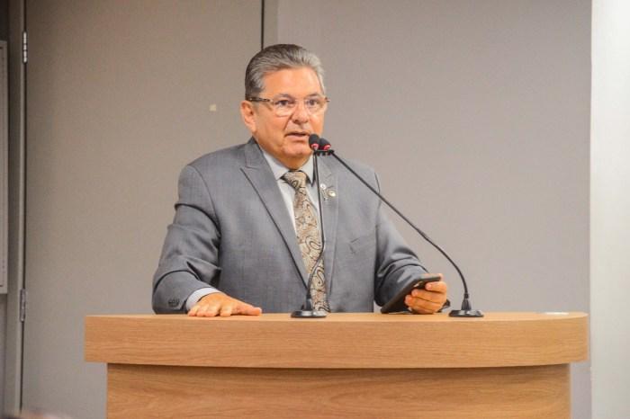 35 deputados emitem nota de solidariedade a Adriano Galdino