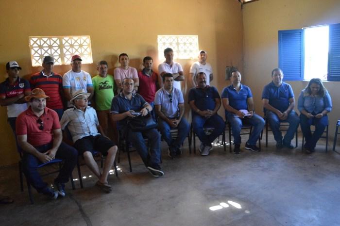 Prefeito do município de Sumé, Éden Duarte, participa de reunião em Associação da zona rural
