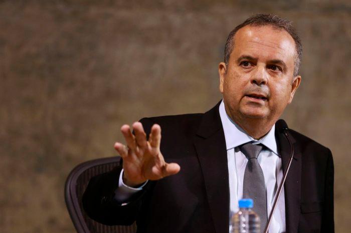 Marinho diz que governo não vai fazer reestruturações salariais