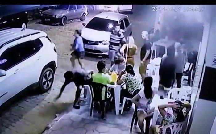 Bandidos assaltam lanchonete no centro de Monteiro