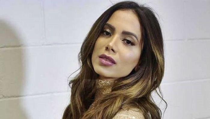 Biografia de Anitta aborda saída dos avós da cantora da PB para o RJ