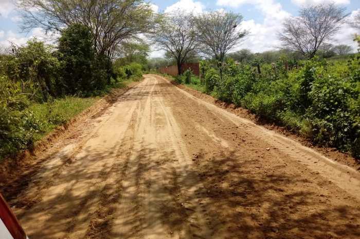 Prefeitura de Monteiro realiza manutenção de estradas na zona rural
