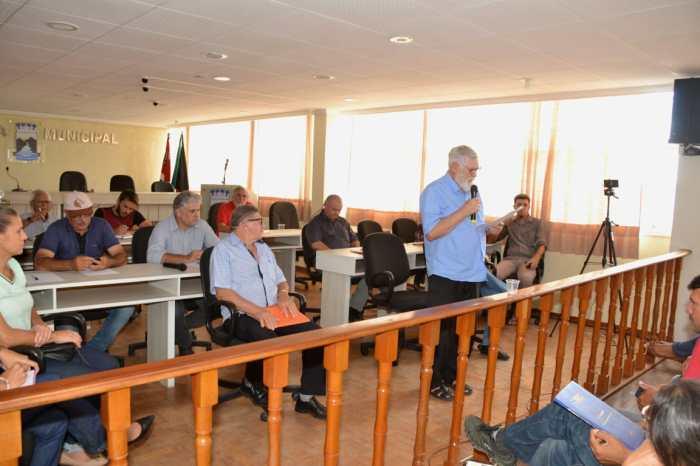 Secretário de Agricultura Familiar do Estado participa de reunião na Câmara de Monteiro
