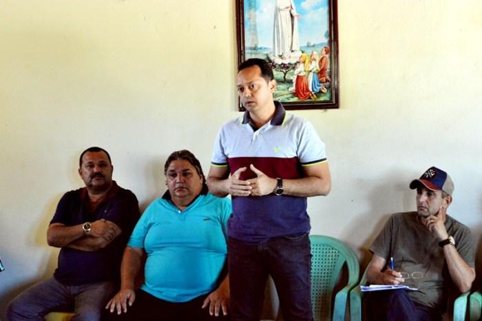 Prefeito Éden Duarte participa de reunião em associação rural de Sumé
