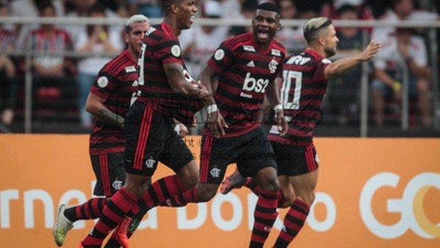 Flamengo sofre empate do São Paulo no fim e fica no 1 a 1