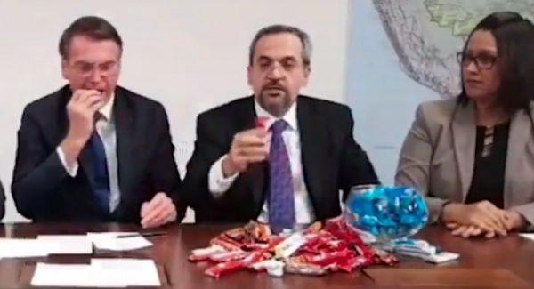 Ministro explica cortes da Educação com 'chocolatinhos'