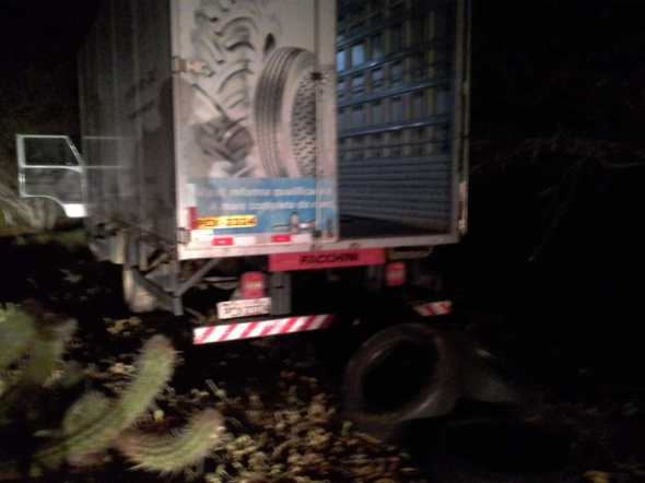 NO CARIRI: Polícia localiza caminhão roubado com carga de pneus avaliada em R$ 114 mil