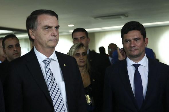 Bolsonaro admite que indicará Moro para o STF