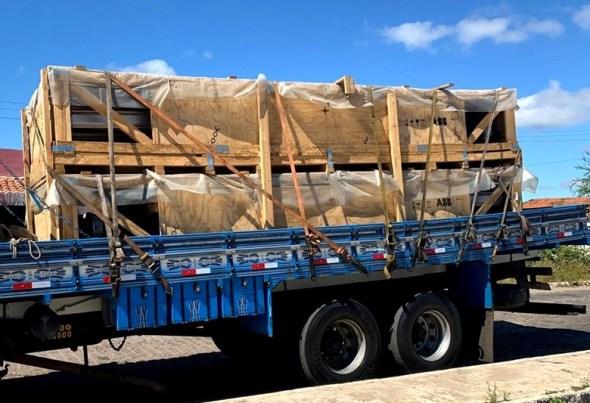 Auditores fiscais apreendem carga de produtos elétricos no município de Monteiro