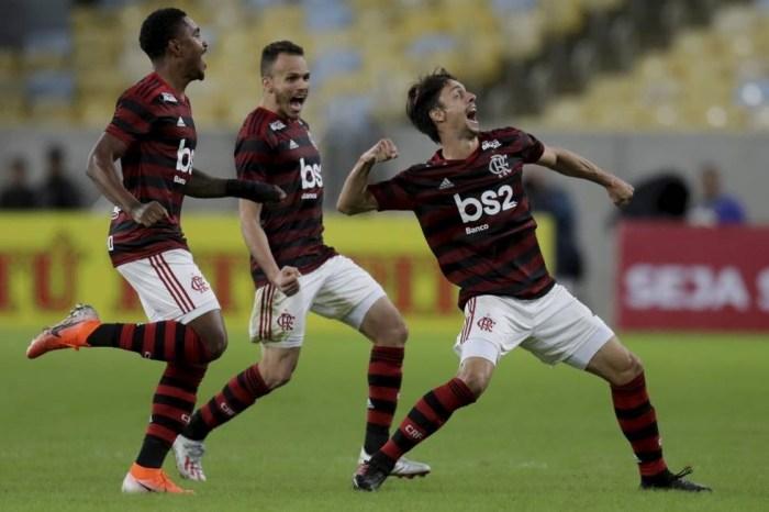 Fla segura Corinthians e se classifica com gol validado pelo VAR