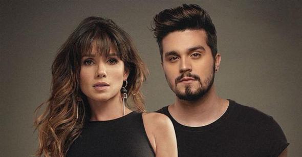 """Paula Fernandes canta """"Juntos e Shallow Now"""" sozinha em show"""