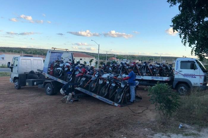 PRF apreende 25 motocicletas em três horas de fiscalização na rodovia entre Monteiro e Sumé
