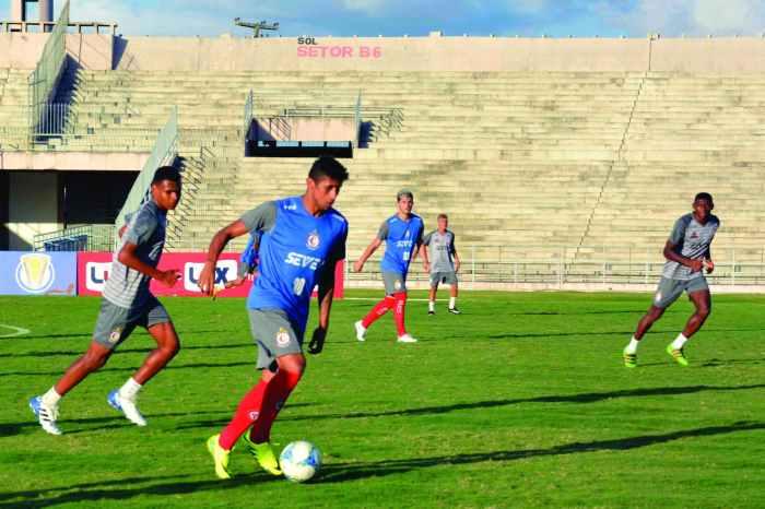 Campinense faz último jogo do ano contra o Vitória-PE, no Amigão