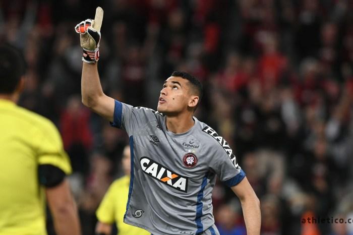 Destaque: Tite convoca goleiro caririzeiro Santos para amistosos da Seleção Brasileira