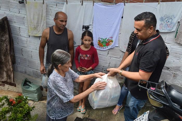 Governo entrega ajuda para famílias atingidas pela chuva