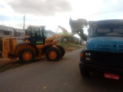 Infraestrutura: Prefeitura de Prata realiza limpeza e retirada de entulhos