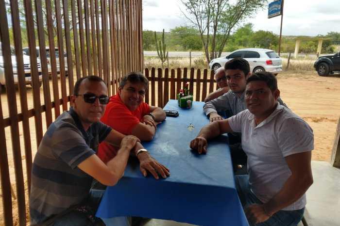 Vereadores de Camalaú se reúnem com Genival Matias para tratar de assuntos sobre o município