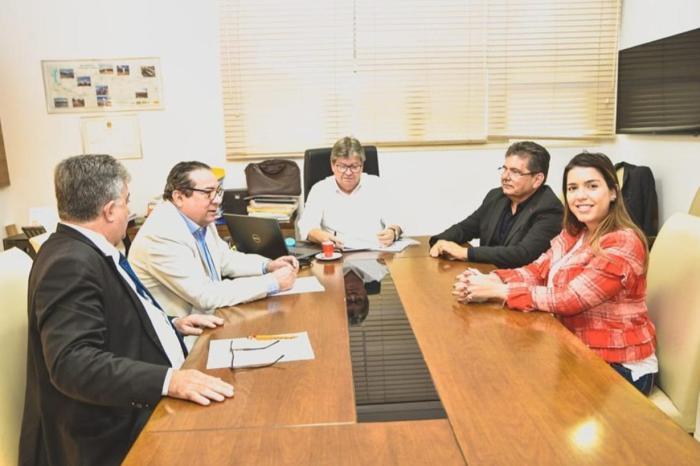 Prefeita Anna Lorena participa de audiência com o Governador João Azevêdo