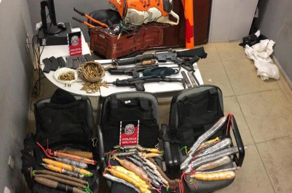 PM prende suspeitos de explodir banco e apreende armas e dinamite